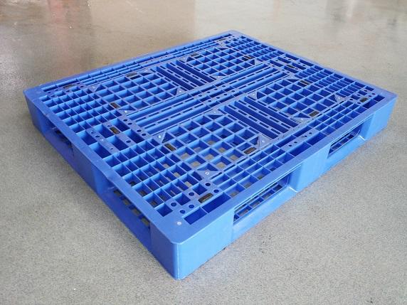 Gebruikte 100x120 kunststof pallet omlopend