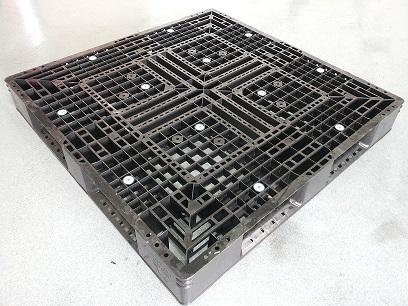 Gebruikte 120x120 kunststof pallet omlopend onderdek