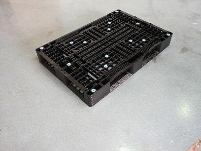 Gebruikte 80x120 kunststof pallet omlopend onderdek